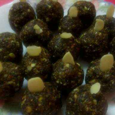 How to make Dates and dry fruits laddu