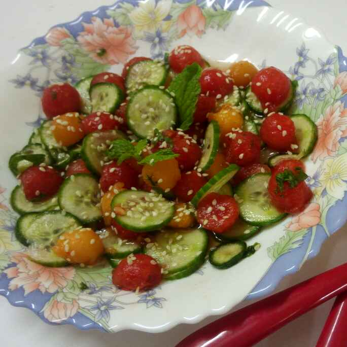 How to make watermelon and cucumber salad
