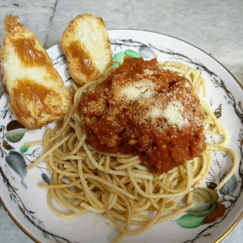How to make Spaghetti with garlic bread