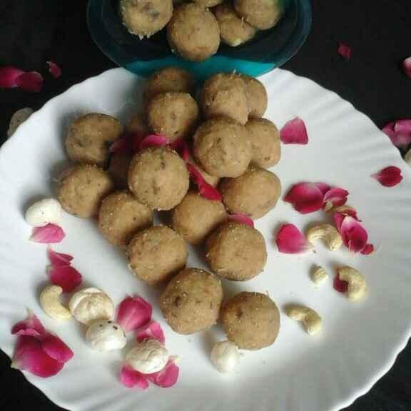 Photo of Besan aate ka mix laddu by Chavi Gupta at BetterButter