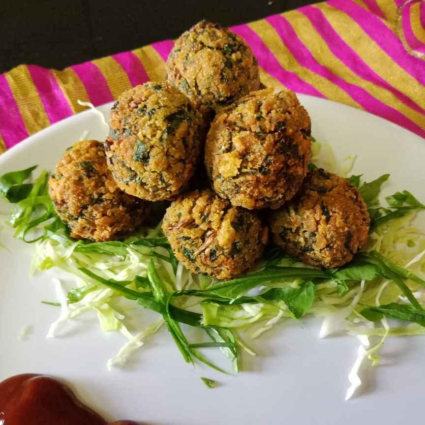 Photo of Palak kobi balls by Aarti Nijapkar at BetterButter