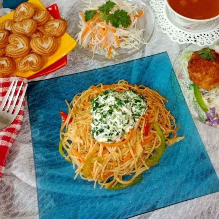 Photo of Hakka noodles with cream palak by Aarti Nijapkar at BetterButter