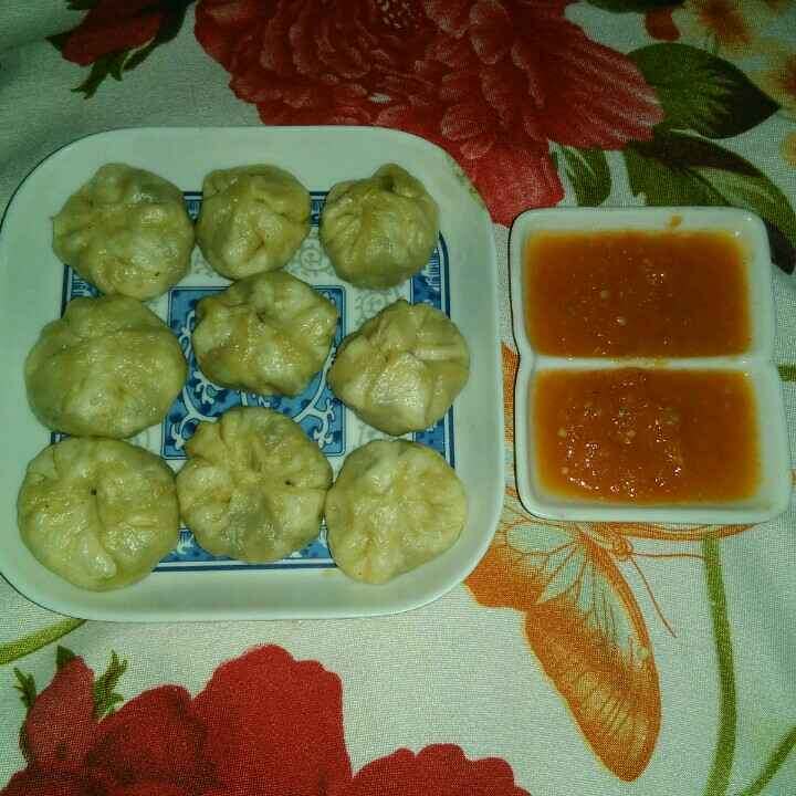 How to make Steamed momos with garlic chutney