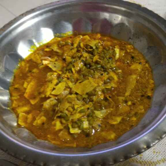 How to make Rajasthani Hari Dana Methi Papad ki Sabzi