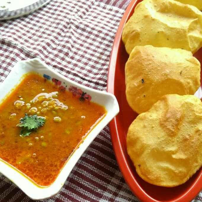 How to make Masala Puri With Moong Bhaji