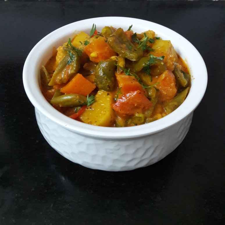 Photo of Mix veg handi by Debomita Chatterjee at BetterButter