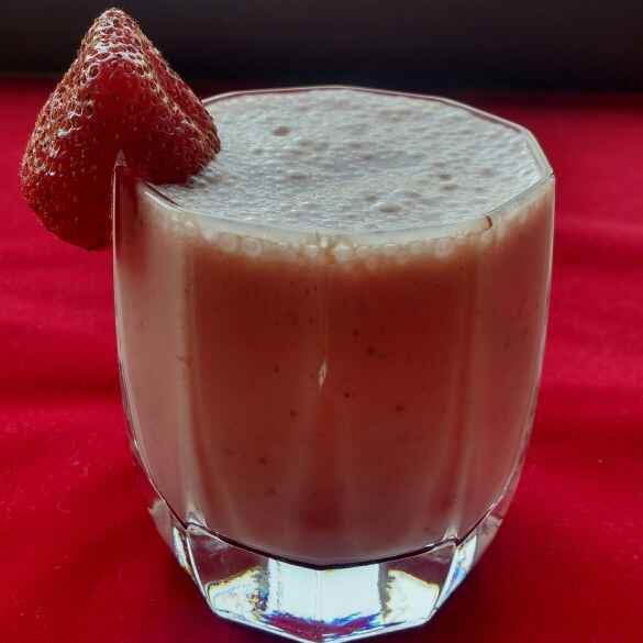 Photo of STRAWBERRY SMOOTHIE by Deepa Rupani at BetterButter