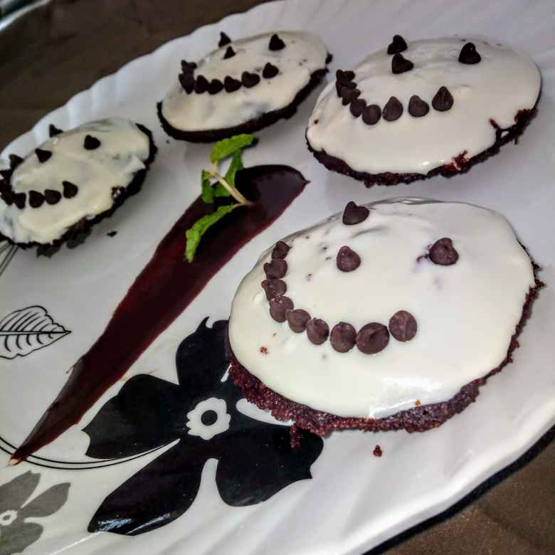 Photo of Choco idli with vanilla shrikhand frosting by Deepali Saurabh Bansal at BetterButter