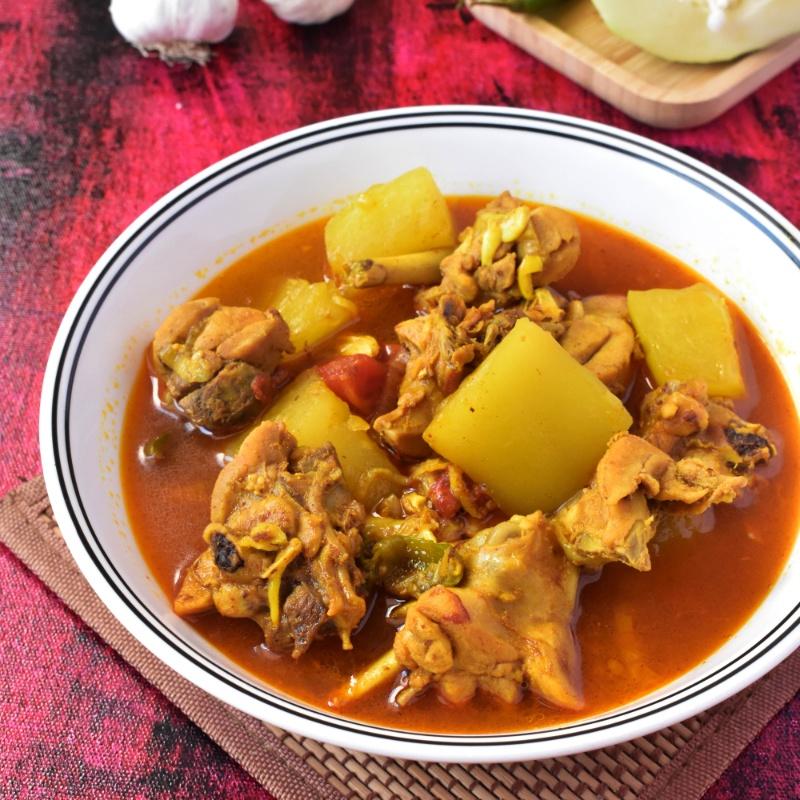 Photo of Pepe diye Murgir Mangsho (Chicken Cooked with Raw Papaya) by Deepsikha Chakraborty at BetterButter