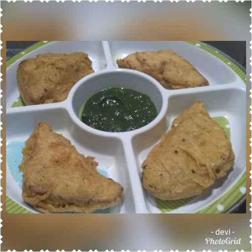Photo of Bread pakoda with green chutney by Devi Amlani at BetterButter