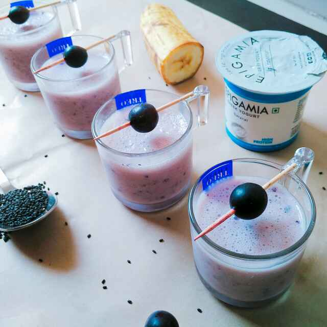 How to make Blubbery banana smoothie shots with chia seeds