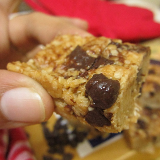 How to make Peanut Butter And Flax Oat Squares With Chocolate Chips