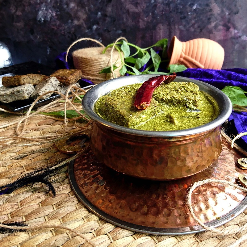 How to make Sepu Vadi (Split Urad Dal Dumplings in Spinach Gravy)