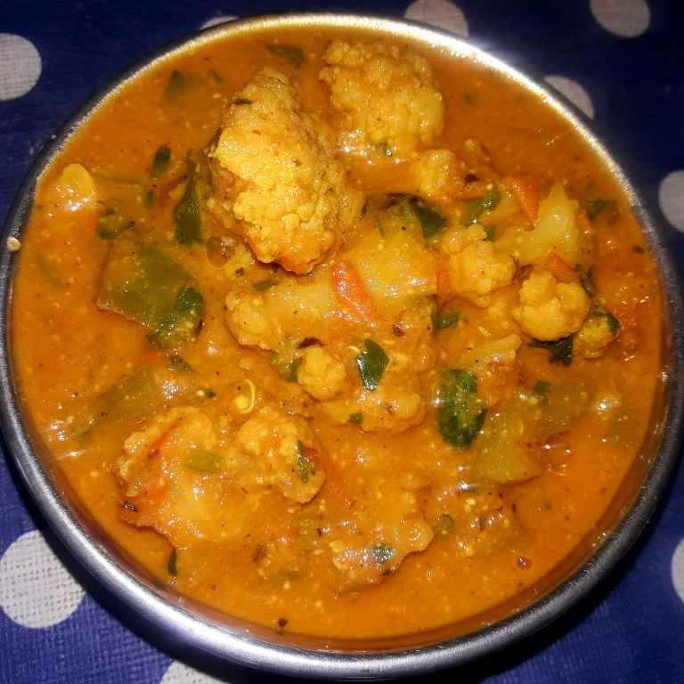 How to make काजू और टमाटर की ग्रेवी के साथ गोभी , शिमला मिर्च की टेस्टी सब्जी