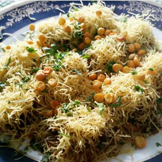 How to make Sev Puri