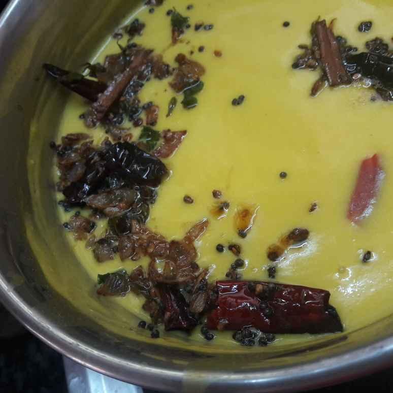 How to make Gujarati Dahi Kadhi