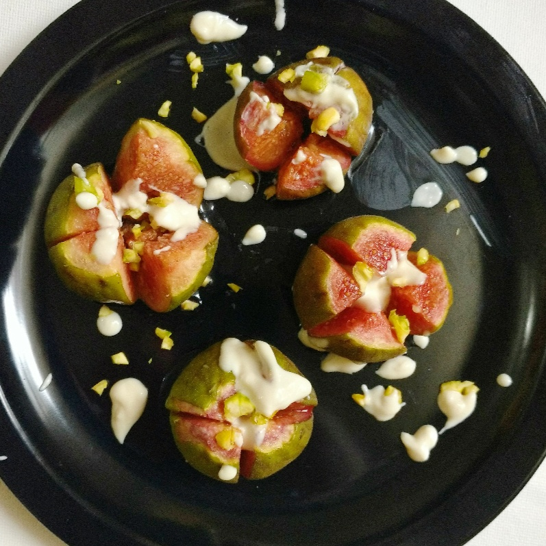 How to make Figs with Cardamom-Honey Cream and Pistachios