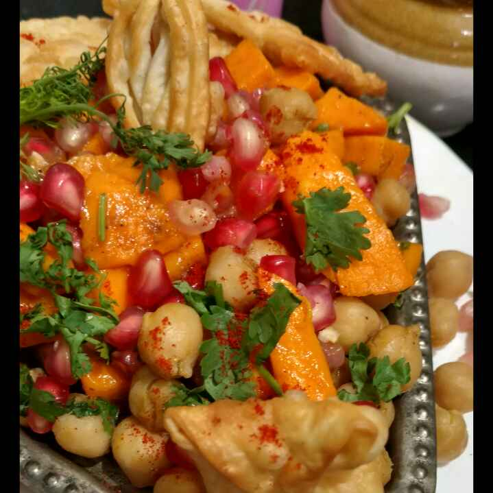 How to make Mango chickpeas salsa with tortilla chips