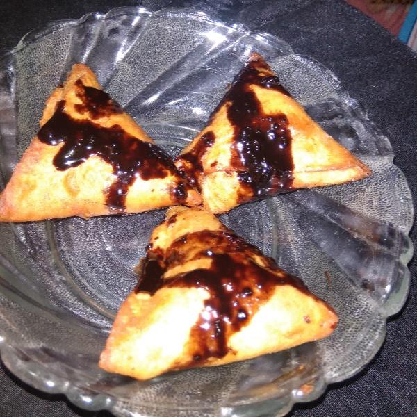 How to make Dates and chocolate samosa