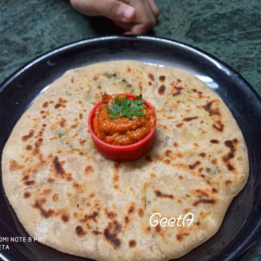 Photo of Aloo Paratha with tamatar ki chutney by Geeta Hemit at BetterButter