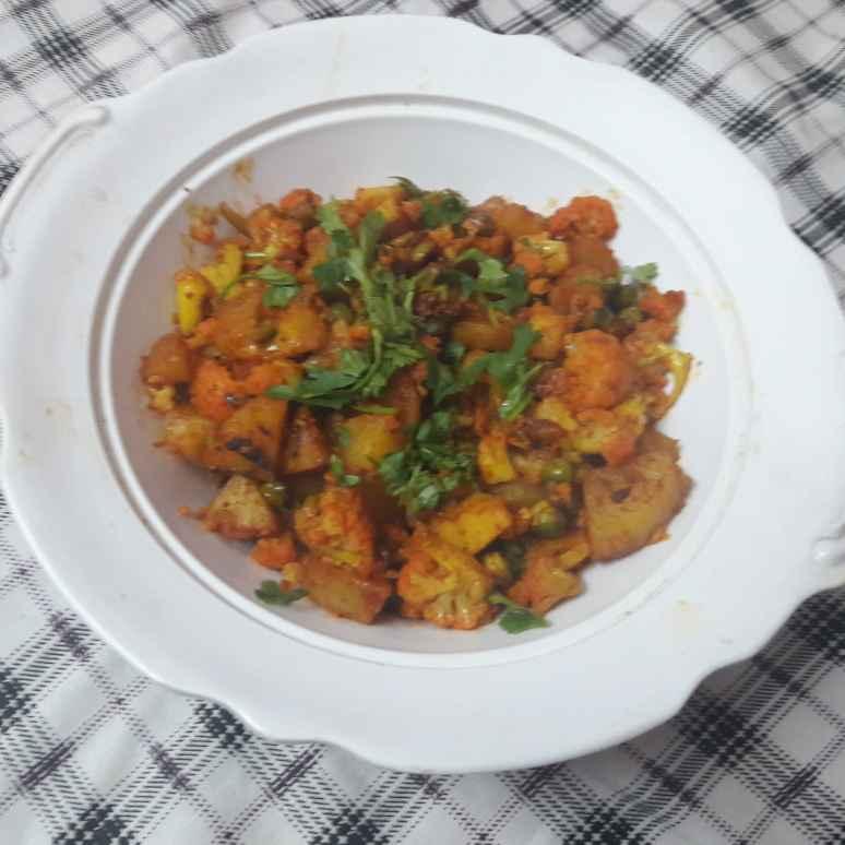 Photo of Jhatpat wali aalu gobhi by Geeta Khurana at BetterButter