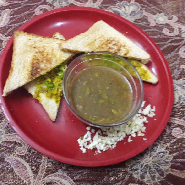 How to make Gobhi matar grill sandwich