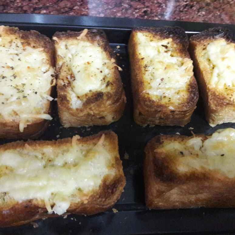 How to make Cheesy Garlic Bread.