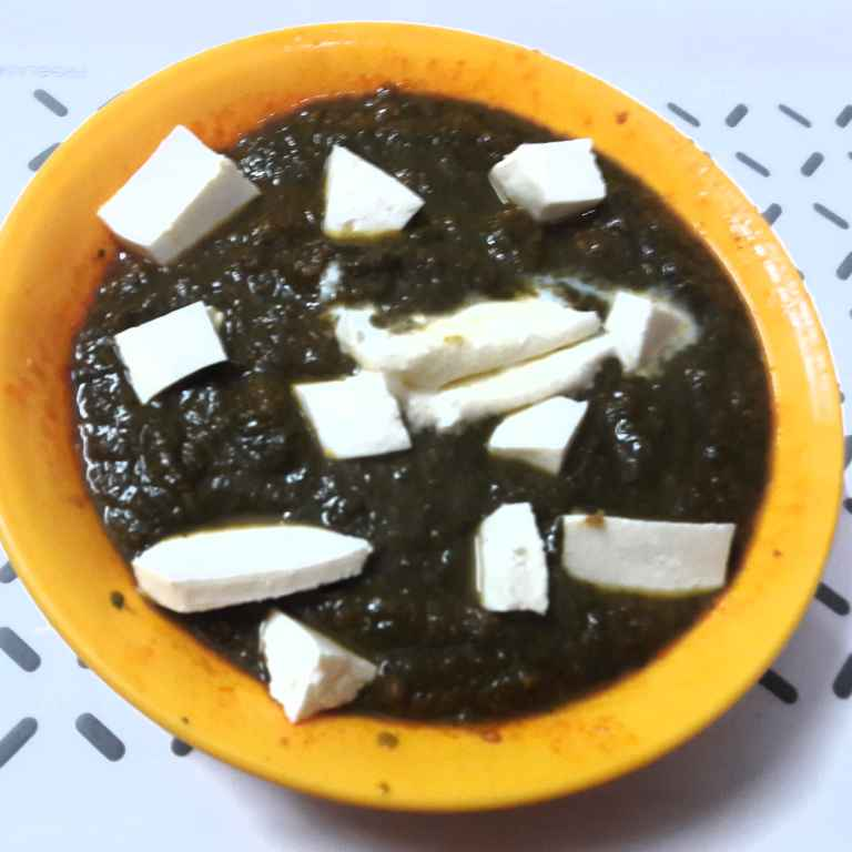 How to make Cottage Cheese in Spinach gravy.