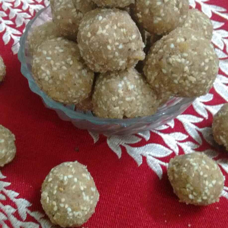 How to make Til coconut ladoos