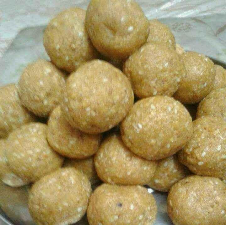 Photo of Bhune chane ke oil free laddu by Geeta Sachdev at BetterButter