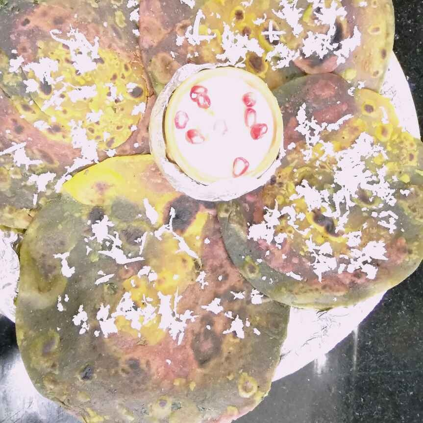 How to make Tricolour paratha with cheesy and minty curd