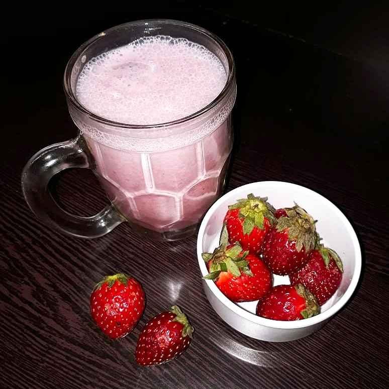 Photo of Strawberry milkshake by Ilavarasi Vetri Venthan at BetterButter