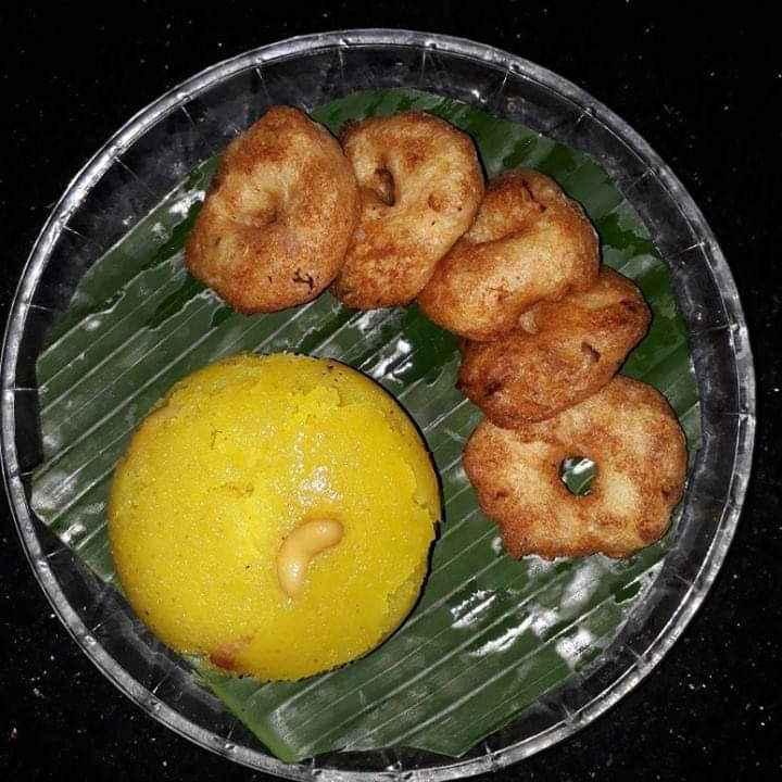 Photo of Rava kesari, ulundu vadai by Ilavarasi Vetri Venthan at BetterButter