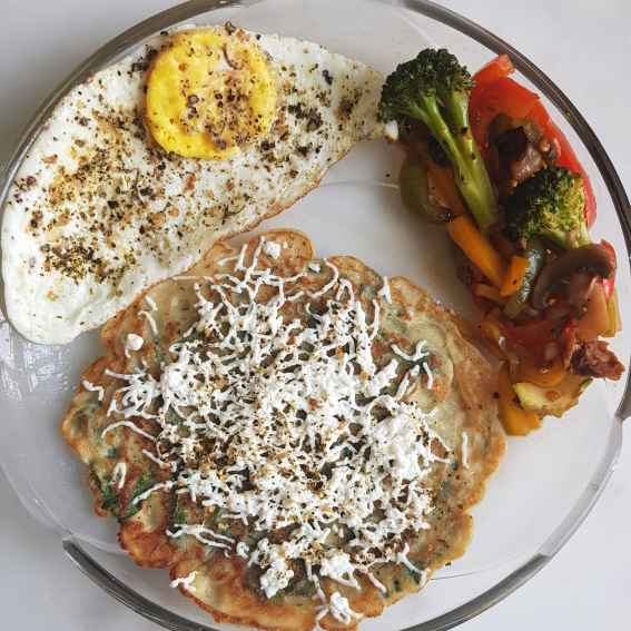 How to make Whole wheat Spinach crepes with strifried veggies and sunny side up
