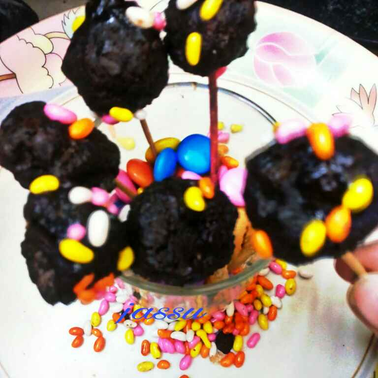 """How to make """"CHOCO BISCUIT POP'S"""