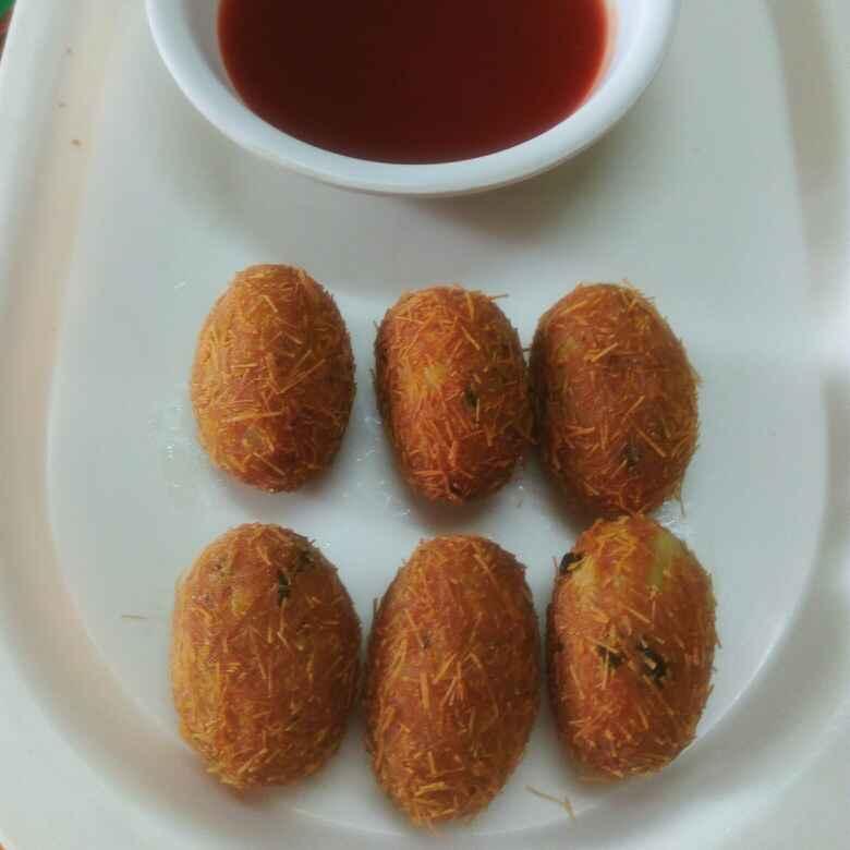 Photo of Bachi hui roti ke aalu roll by Jigisha Jayshree at BetterButter