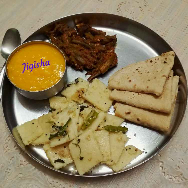Photo of Bharwa bhind, aam ras, roti, khatta dhokala by Jigisha Jayshree at BetterButter