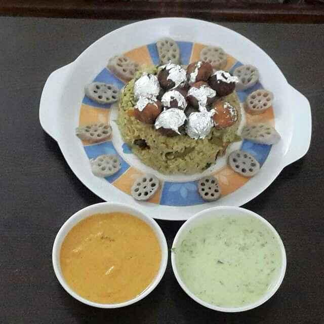 How to make Haryali Moti biryani with haryali raita