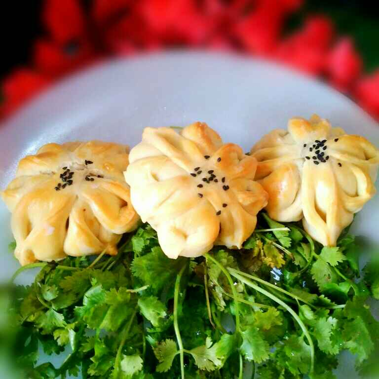 Photo of Chicken ball stuffed flower bread by Juthika Ray at BetterButter