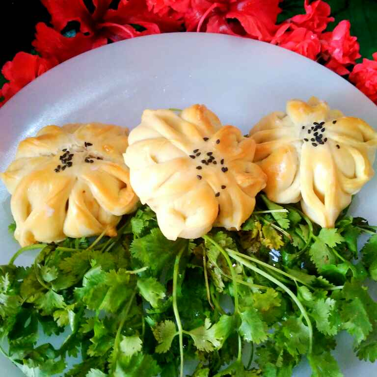 How to make chicken balls stuffed flower bread