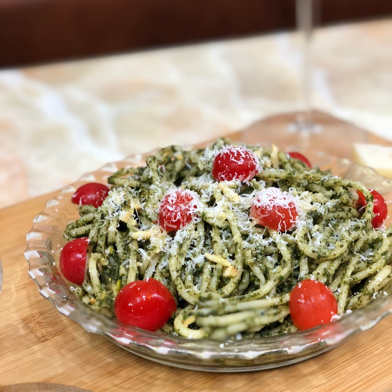 How to make Spaghetti in Pesto Sauce with Cherry Tomatoes