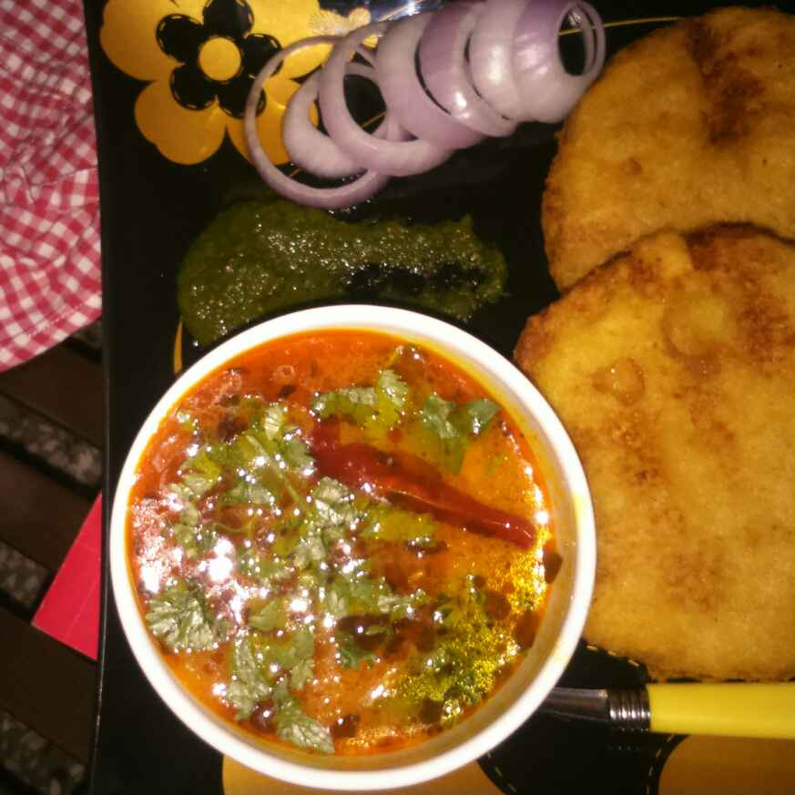 How to make Moong dal pakoras with aloo bhaji