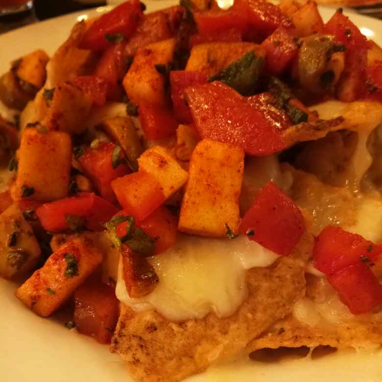 How to make Baked nachos with fruit salsa