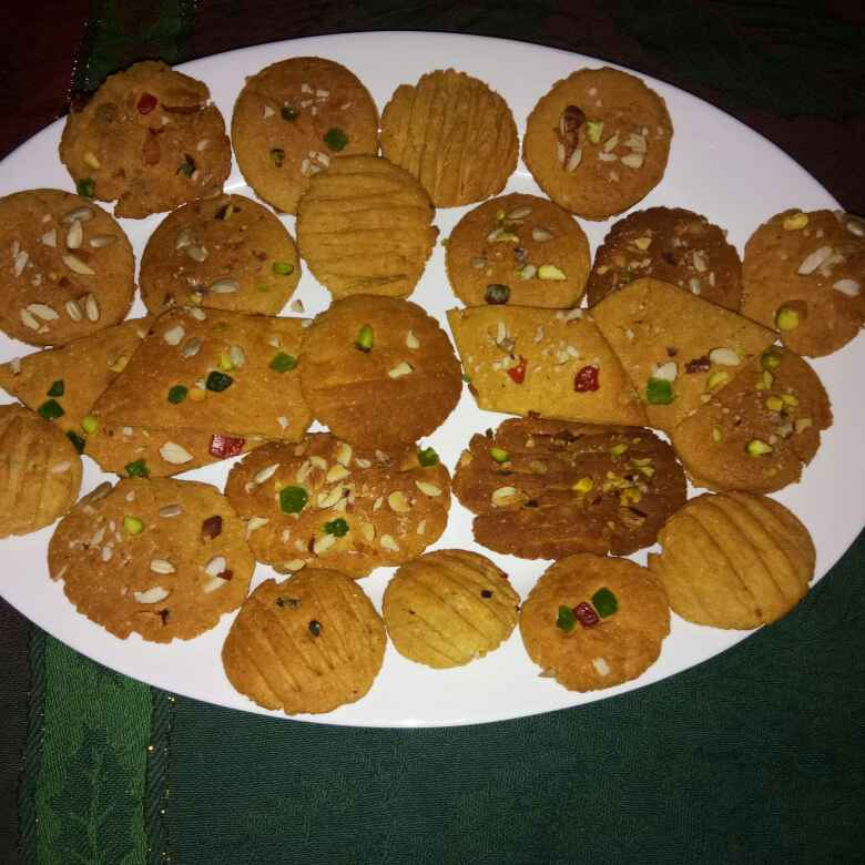 Atta Cookies In Microwave Recipe By Karmjit Bhatia At Betterbutter