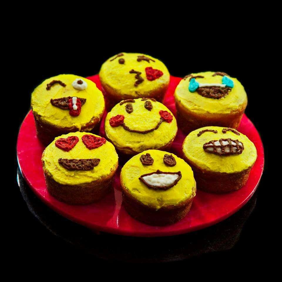 How to make Emoji Cupcakes