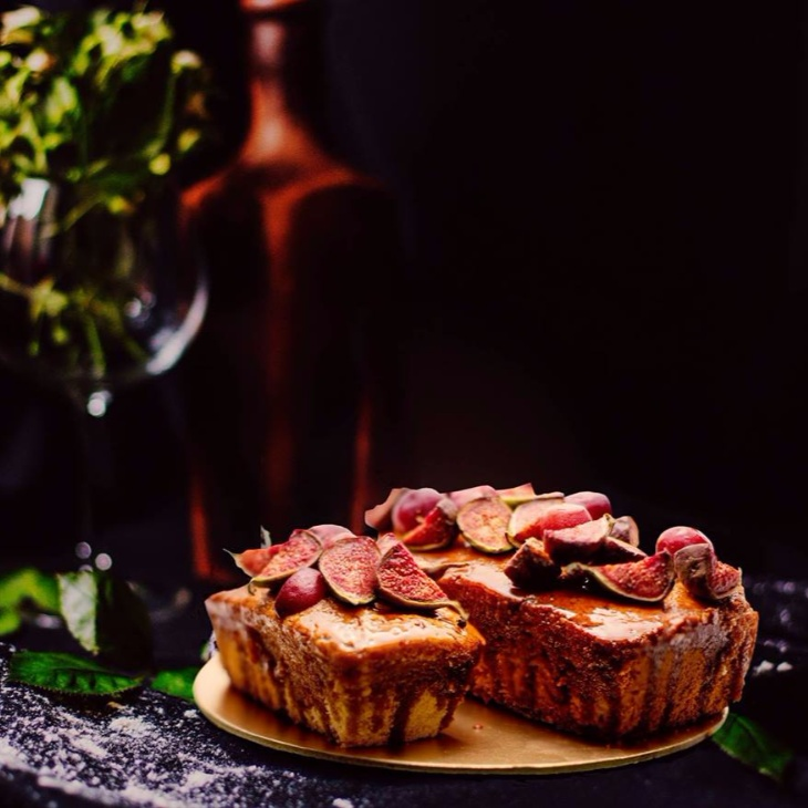 How to make Fig almond loaf cake with a caramel glaze