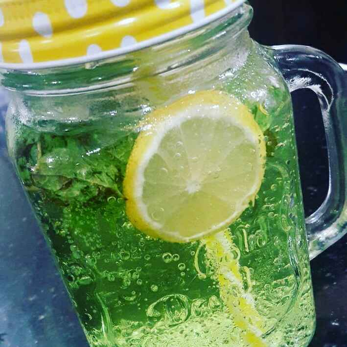 How to make Lemon-minty mojito