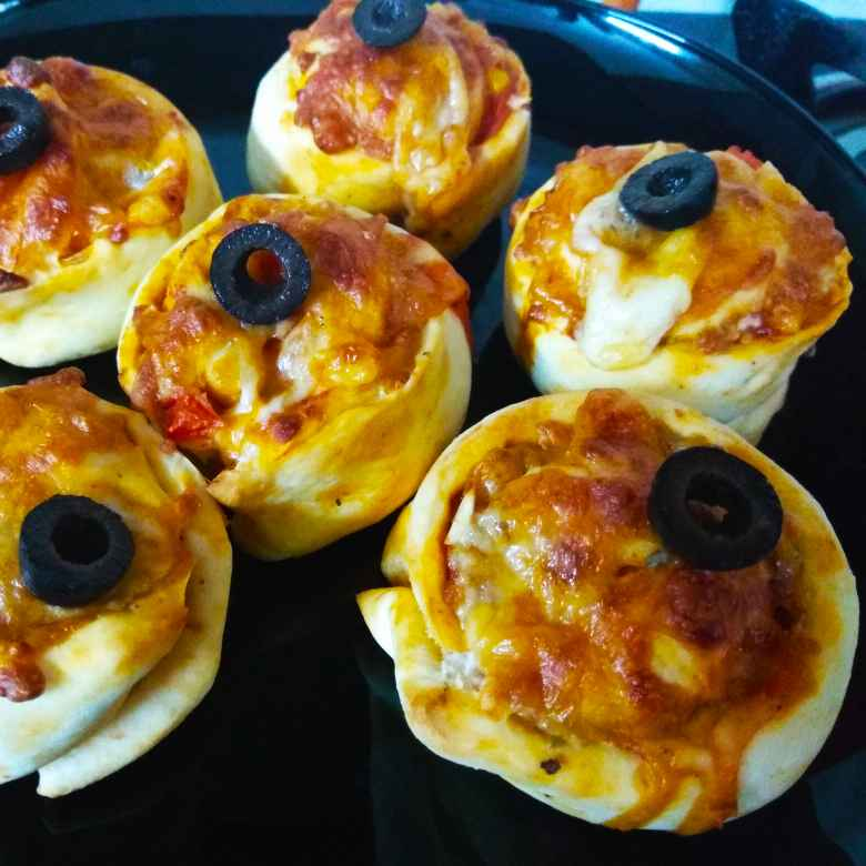 How to make Mini pizza rolls