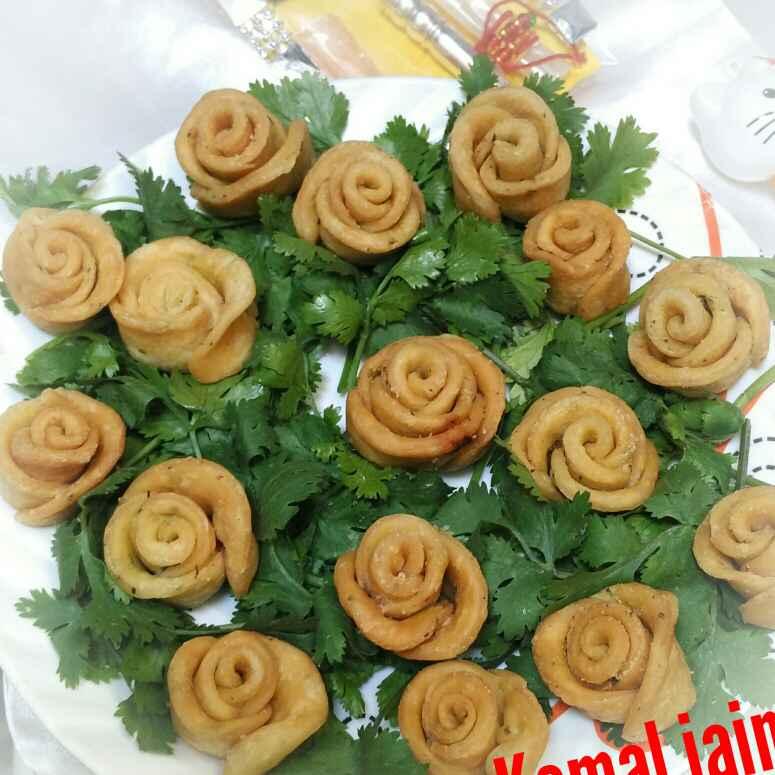 How to make गुलाब मठरी