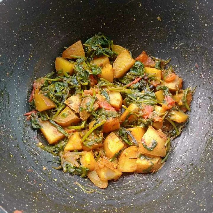 How to make Aloo palak (no onion garlic)